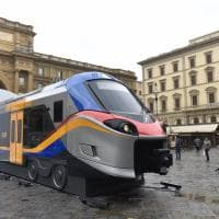 Firenze, in piazza della Repubblica i nuovi treni Rock e Pop