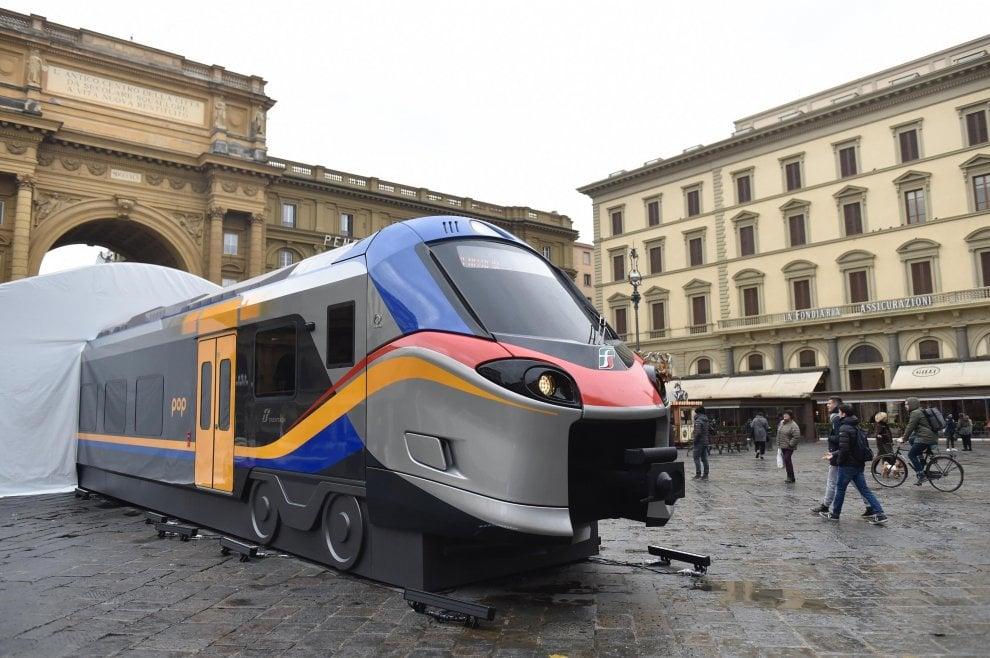 Firenze, in piazza della Repubblica i nuovi treni Rock e Pop