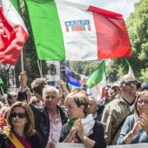 """Firenze, bandiera neonazista esposta nella caserma dei carabinieri, l'Anpi: """"Un atto intollerabile"""""""
