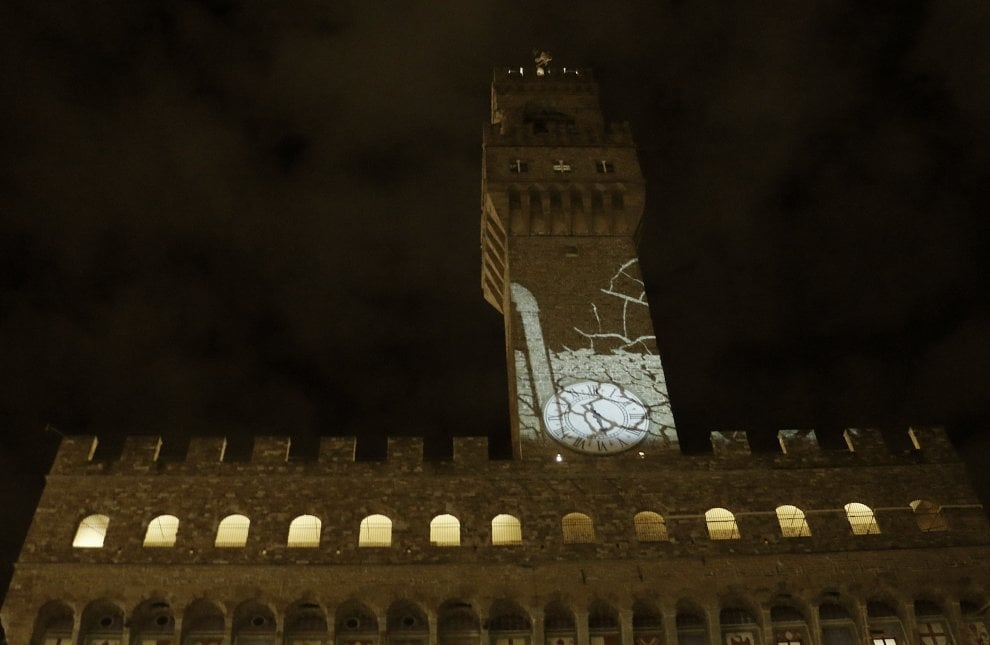 Firenze, prove di luce su Palazzo Vecchio: sarà illuminato di dati sui migranti