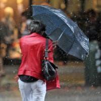 Meteo, allerta rossa nell'Alta Toscana: attenzione a vento e pioggia. Chiuse