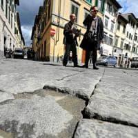 Firenze, il Comune promette: guerra alle buche in 133 km di strade e marciapiedi