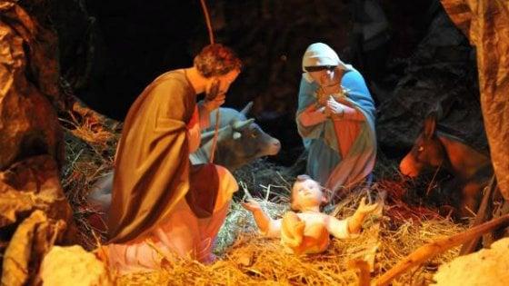 Arezzo, la giunta regala ai bambini del nido il presepe che l'insegnante si è rifiutata di fare