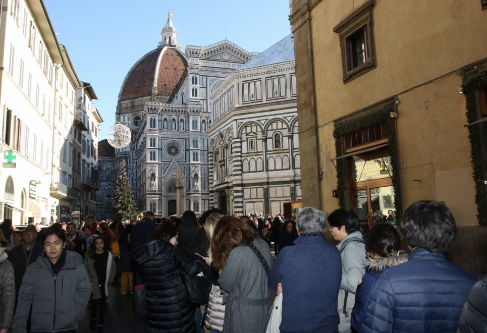 Firenze, la fila infinita per entrare al Duomo