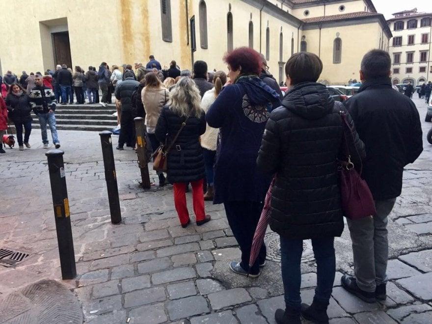 Firenze, Santo Spirito: tutti in coda per vedere il grande presepe