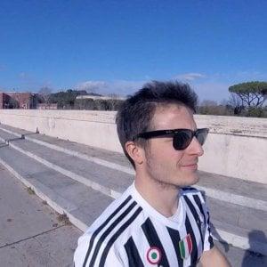 Va all'Olimpico di Roma con la maglia della Juve: comico toscano minacciato di morte su Fb