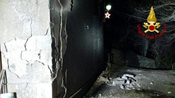 Esplode bombola del gas e crolla una palazzina nell'aretino: uomo sotto le macerie