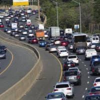 Tir a fuoco sull'A1, fiamme spente e traffico ripreso