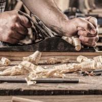 """Castelfiorentino, gli operai della Falegnami: """"Tutti in fabbrica nessuno"""