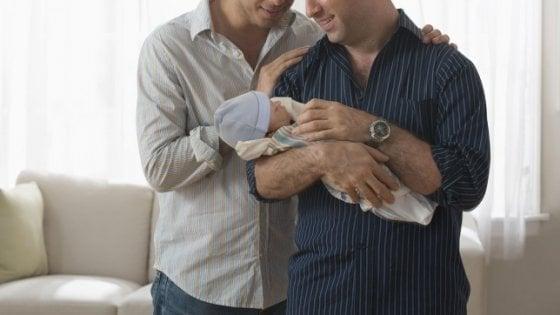 Il tribunale di Livorno riconosce una famiglia con due papà