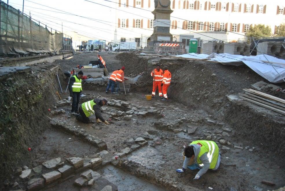 Firenze, dagli scavi della tramvia spunta una enorme necropoli romana