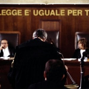 Accoltellò due giudici del tribunale di Perugia: condannato a 12 anni