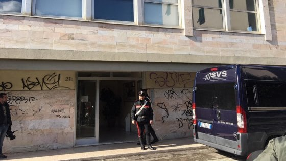 Livorno, stalker uccide l'ex moglie e poi si toglie la vita