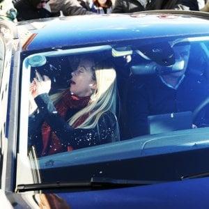 Sputi e insulti contro Giorgia Meloni a Livorno: filmati al vaglio degli investigatori