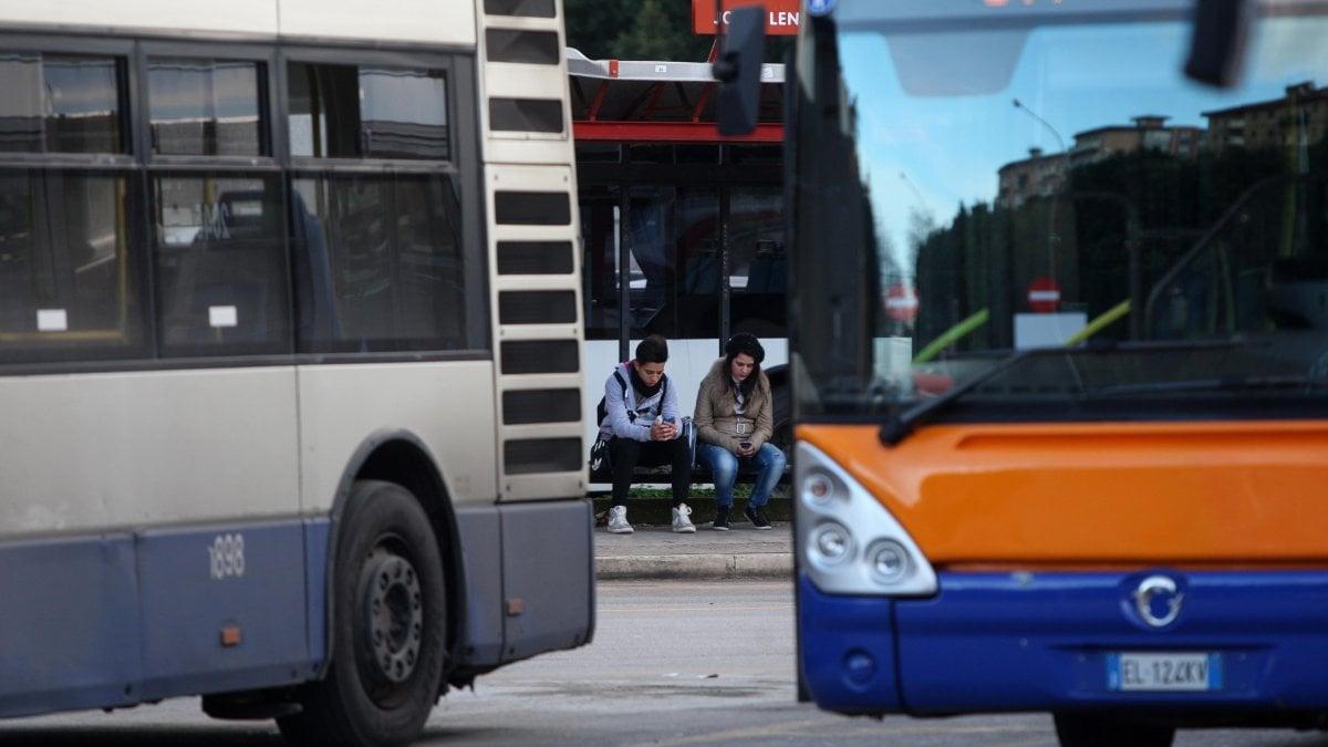 Firenze incidente tra un bus e un autocarro 4 feriti for Bagno a ripoli firenze bus