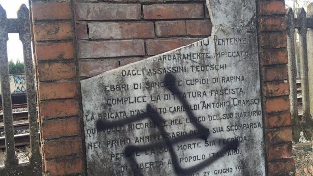 Castelfiorentino, svastica sulla lapide dedicata a vittima dei ...