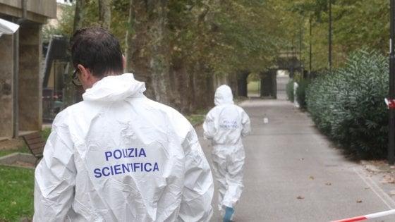 Firenze, trovata in fin di vita in un parco: un arresto