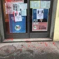 Imbrattate le vetrate del circolo del Pd a Firenze
