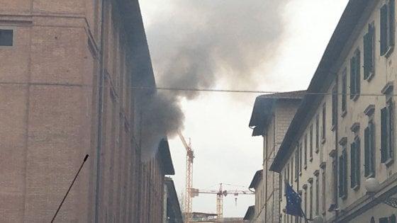 Firenze, esplosione e incendio in caserma: muore un poliziotto