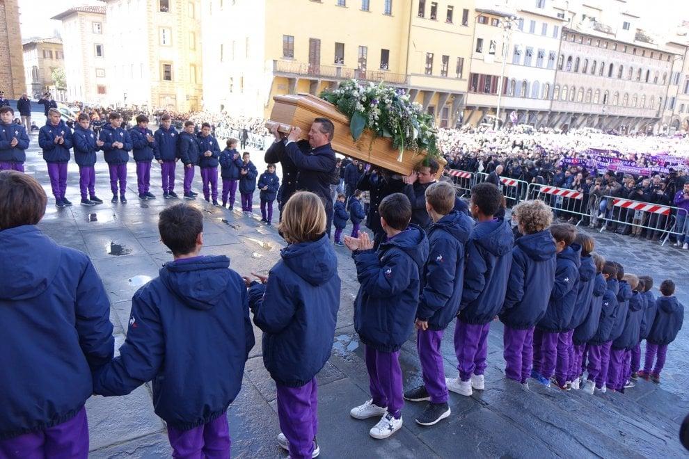 Funerali Astori: il mondo del calcio a Firenze per l'addio al capitano viola