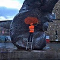 """Una grande """"macchia arancione"""" per parlare della fine dell'arte contemporanea"""