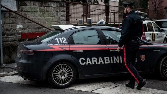Firenze, aggredisce, palpeggia e rapina giovane americana: arrestato