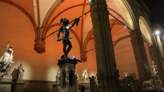 Fa pipì nella Loggia dei Lanzi a Firenze: fermato studente americano di 21 anni