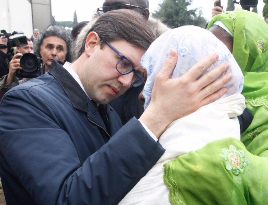 L'addio di Firenze a Idy Diene: la cerimonia alle Cappelle del commiato