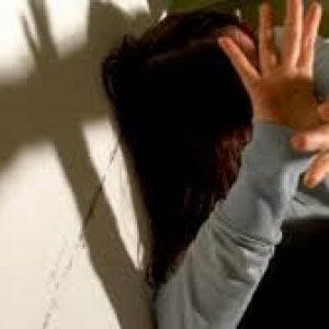 Pisa, picchia e minaccia la moglie: divieto di avvicinamento per un 39enne
