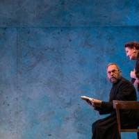 Il Vangelo secondo Lorenzo, Muscato porta in scena la vita del priore di