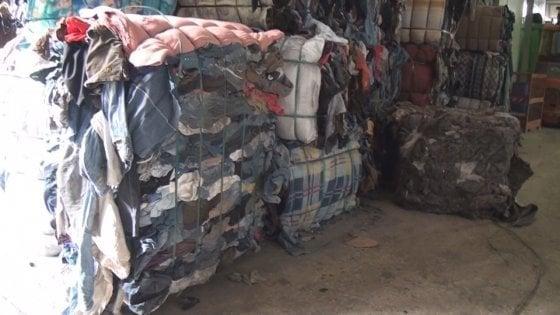 Rifiuti, smaltimento illecito di scarti tessili tra Prato e Pisa: 13 denunciati