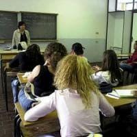 Firenze, la professoressa gli chiede di consegnare il cellulare: studente