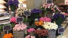 Ferragamo celebra    la primavera con    una invasione di fiori  foto