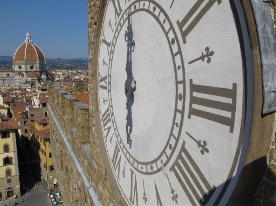 Firenze, al via il restauro dell'orologio della Torre d'Arnolfo a Palazzo Vecchio
