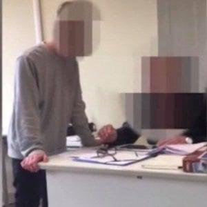 Lucca, indagati tre studenti per le minacce in aula all'insegnante