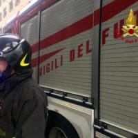 Pulmino dei servizi sociali si ribalta: tre feriti nel Fiorentino