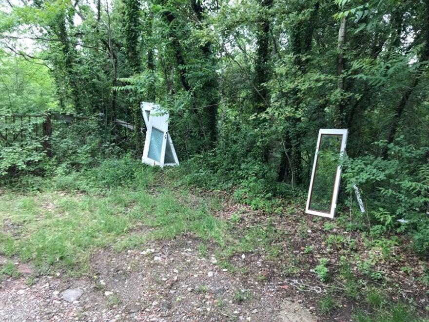 Bagno a ripoli finestre e rifiuti scaricati in un bosco for Bagno a ripoli primolio 2018