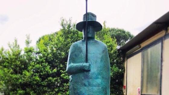 """Firenze, """"L'uomo della pioggia"""" di Folon cerca casa. E il sindaco Nardella lancia un sondaggio su Facebook"""