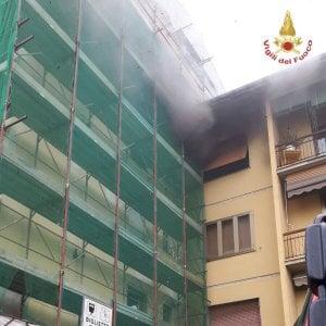 Firenze, incendio in un condominio in via Aretina: sei intossicati