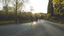 In sella a una bici  d'epoca sulle strade  del Chianti classico