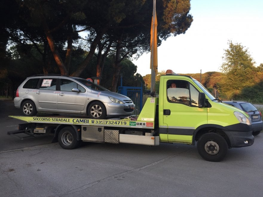 Pisa, l'auto su cui è morta la bimba di un anno dimenticata dal padre