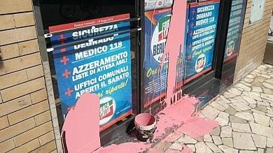 A Campi Bisenzio imbrattata  la sede elettorale di Forza Italia  foto