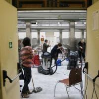Firenze, il personale della Biblioteca Nazionale all'opera per salvare i cataloghi