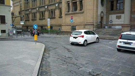 """Firenze, sosta selvaggia: """"Quell'auto ha bloccato per ore bus e nettezza urbana"""""""