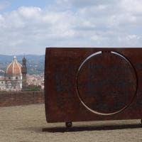 Firenze, il cosmo e l'infinito di Mattiacci invadono il Forte Belvedere