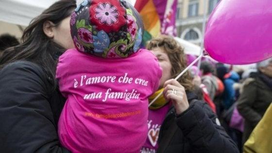 Firenze, il Comune riconoscerà i figli delle famiglie Arcobaleno