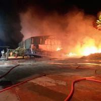 Distrutto da un incendio deposito di un oleificio a Cecina
