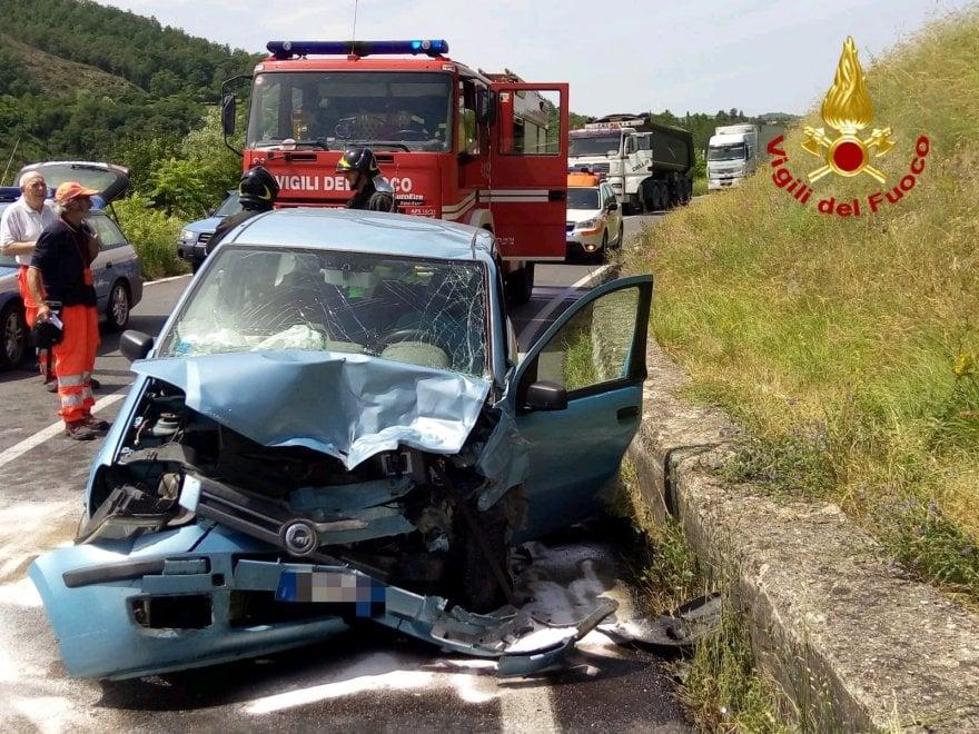 Nell'Aretino, pensionata novantenne muore nel frontale fra auto