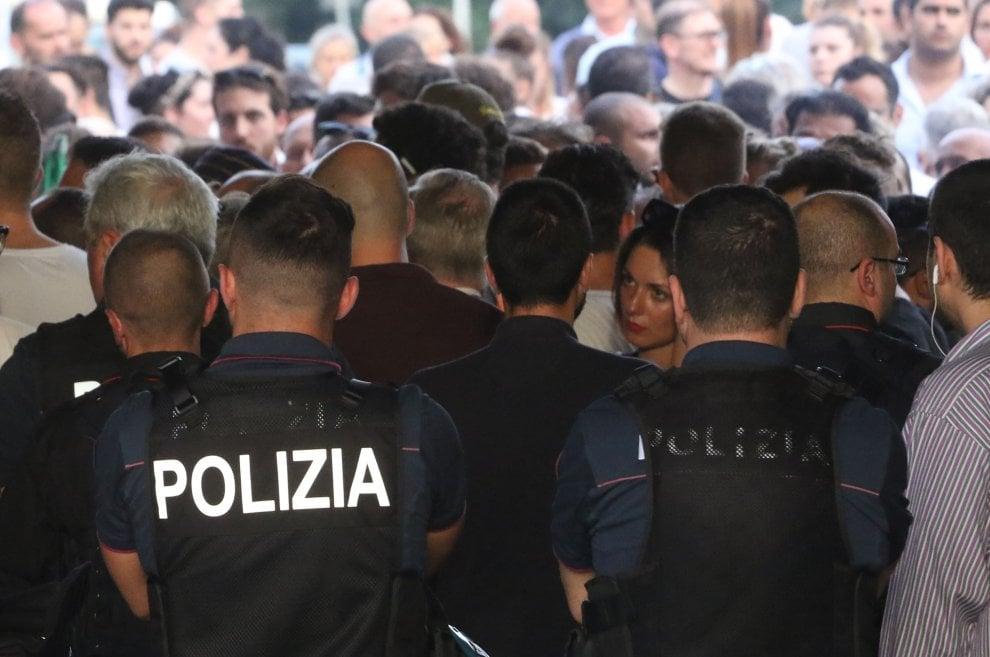 Firenze, tensione al corteo contro il campo rom: interviene la polizia