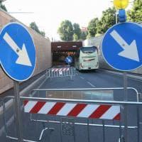Fienze, infiltrazione d'acqua in carreggiata: chiusa corsia del sottopasso in viale Strozzi
